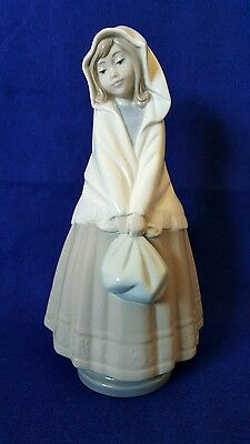 Rare Vintage 1982 Nao By Lladro Girl Figurine Wearing Shawl/Carrying A Bag