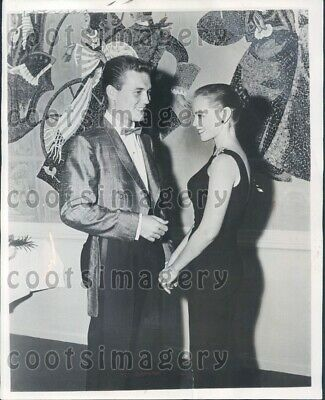 1957 Wire Photo Husband Wife Actors Roger Smith Victoria Shaw Model Formal Wear