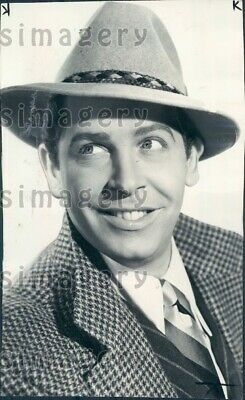1943 Wire Photo Comic Actor Milton Berle