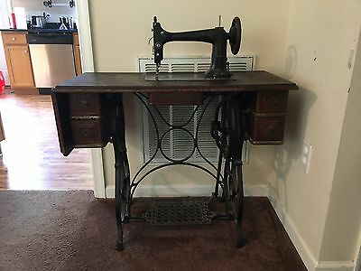 1930s Standard Foot Pedal Sewing Machine