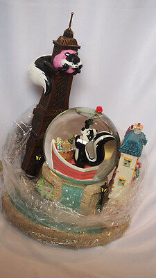 "Pepe Le Pew ""Le Flower Ze Tower L'Amore"" Water Globe Limited Edition 1999 New"