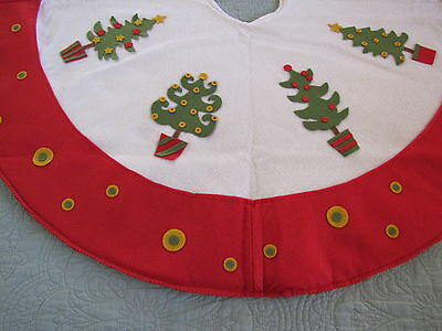 Nwt Christmas Tree Skirt Fantastic Felt Decorated Wi Trees On White Wi Red Borde