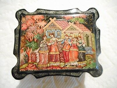 Signed RUSSIAN Beautiful HAND PAINTED BLACK LACQUER Wood Trinket Box