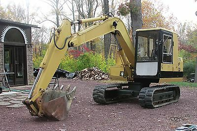 excavator, Caterpillar  E70B Mid size, 13.5 digging depth with 28 inch bucket