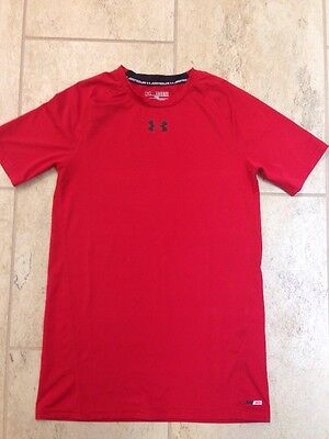 Under Armour Boys Short Sleeve Shirt. Size XL. Red Color. Heat Gear