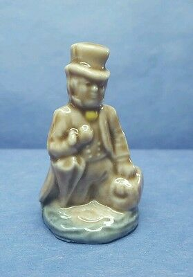 Vintage Signed Wade England Whimsies Figurine Dr. Foster Canadian Red Rose Tea