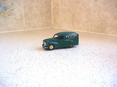 "DINKY/MECCANO AUSTIN A40 VAN "" RALEIGH CYCLES "" No 470"