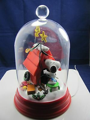 2015 Peanuts Snoopy Dog House Christmas Light Up Dome W/woodstock Mint