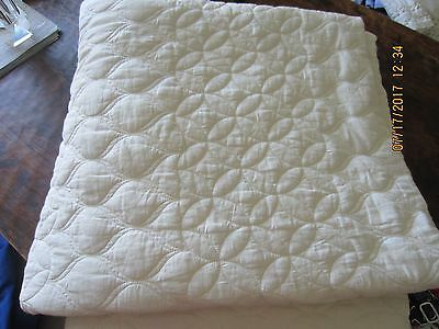 West Elm Mid-Century Circlet Ogee Quilt in Ivory, full/queen