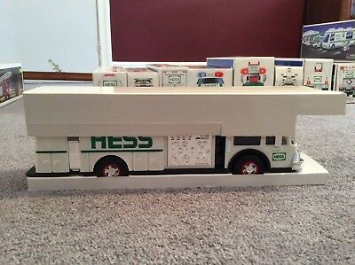 1989 Hess Fire Truck Bank With Box Excellent Condition