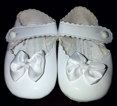 Baypods Baby Girls White Bow Patent Leather Soft Shoes Size 2 approx 3-6 Months