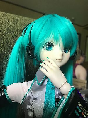 Lightly Used Hatsune Miku Dollfie Dream DD Doll with lots of outfits and Extras