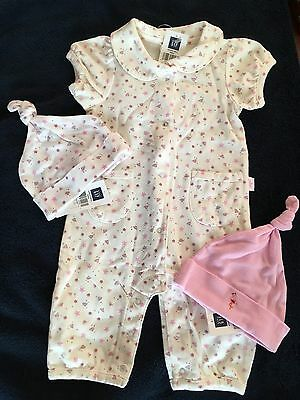 NWT Baby Gap Infant Girl Newborn(12-17lbs)  Printed One Piece With 2 Hats