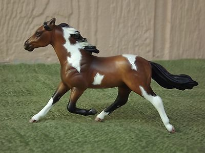 Breyer Stablemate Standardbred Pacer Custom in Dapple Bay Pinto