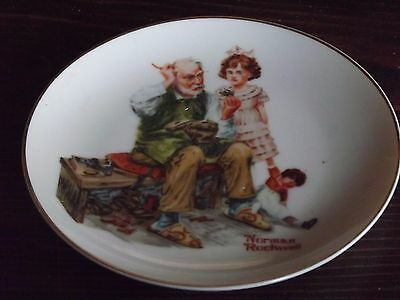 Norman-Rockwell-plate-Collector-Series-The-Cobbler 1984, 6.5 diameter