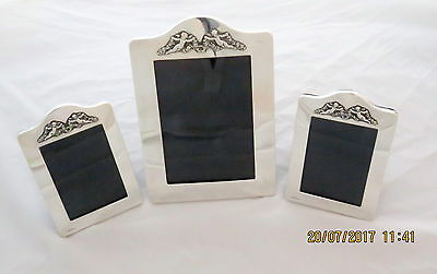 STUNNING SET OF 3 SOLID SILVER PHOTO FRAMES. G&C KINEY, KENT, 1986.In a gift box