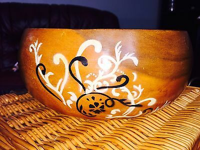 "LARGE HAND - PAINTED / CARVED VINTAGE WOODEN FRUIT BOWL  🍒🍏VGC 10"" Diameter"