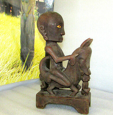 DAYAK CARVED WOOD ANTHROPOMORPHIC WARRIOR FIGURE HAMPATONG EARLY 1900's