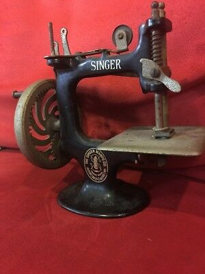 Singer Model 20 Child's Toy Sewing Machine * Hand Crank Cast Iron * AS IS *