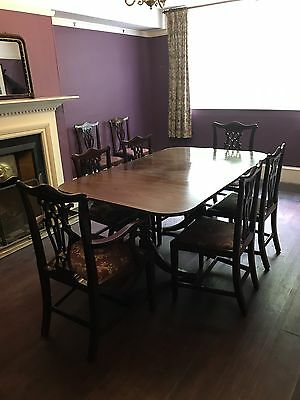 Set Of 8 Chippendale Mahogany Chairs And Pedestal Table