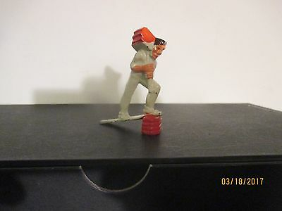 Manoil Happy Farm lead figure Excellent  Hod Carrier with Load of Bricks  41/17