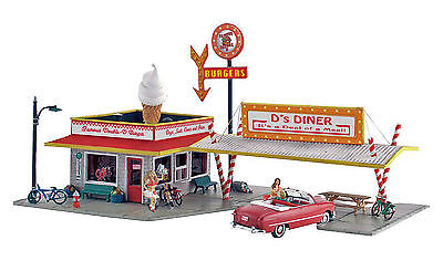 Woodland Scenics N Scale Pre-Fab Structure Kit - D's Diner