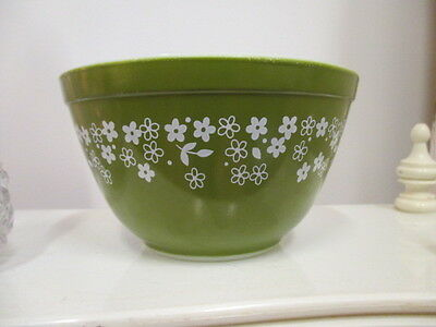 Great Little Vintage Pyrex Bowl - Daisy Spring Blossom Pattern 750ml