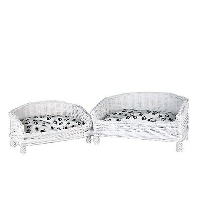 Wicker pet basket in white round shape with free pillow