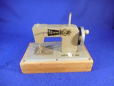 Mini Vintage 1940S Sew Ez Battery Operated Sewing Machine As Is