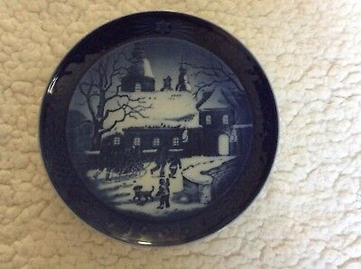 Royal Copenhagen 1995 Annual Christmas Plate Christmas at The Manor House