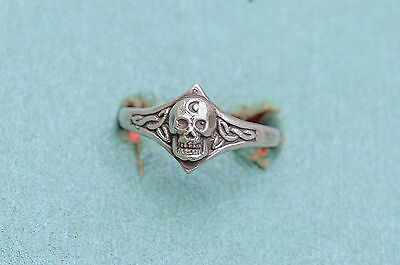 Vintage Sterling Silver Celtic SCULL ring size is 10.25    164