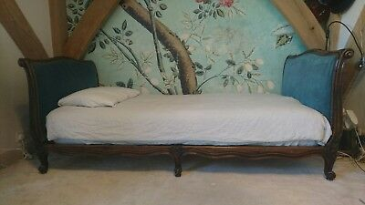 Beautiful French antique vintage Louis Philippe capitone single bed / day bed