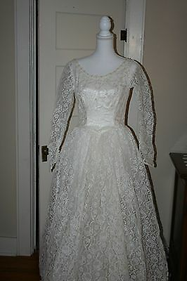 vintage lace wedding gown, ivory, Schaffer's of Omaha, M-L(see measurements)