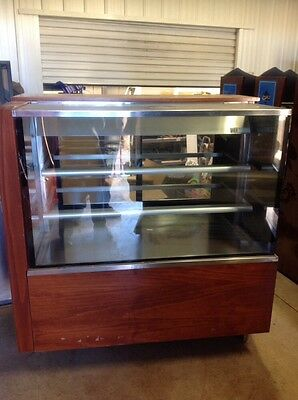 refrigerated built in glass cabinet
