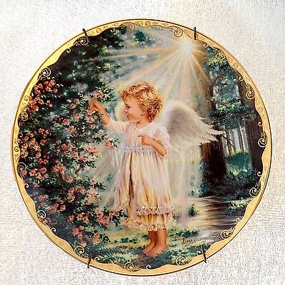 "Porcelain 8"" Plate ""An Angel's Touch"" Garden Blessings Collection c/ Wall Hanger"