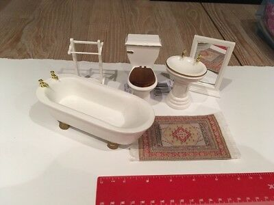 Dolls House Furniture / Bathroom Set