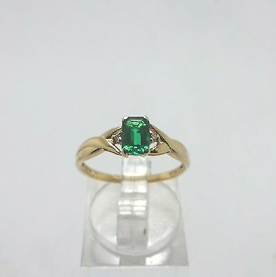 9ct YELLOW GOLD EMERALD & DIAMOND RING - RING SIZE N
