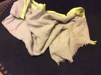 GAP light weight scarf: light grey with lime green edge in good used condition