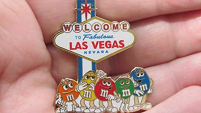 M&M's(R) World Las Vegas Welcome sign Pin - Red/Blue/Yellow/Crispy + Miss Green