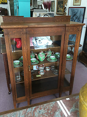Arts & Crafts/Mission Style China Cabinet in Quarter Sawn Oak