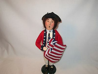 Byers Choice 2002 Exclusive Williamsburg Colonial Soldier with Flag