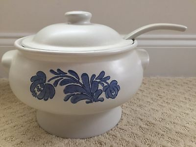 Pfaltzgraff Yorktowne decorated Soup tureen with lid and ladle Castle mark USA