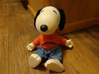 """Applause--9"""" Snoopy Plush Doll  (Look)"""