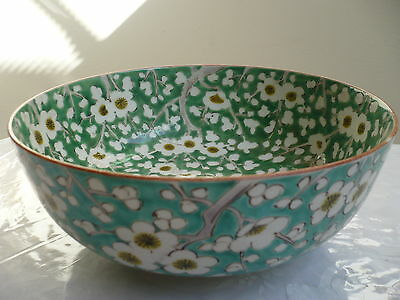 BEAUTIFUL ANTIQUE 19c HAND PAINTED GREEN ON WHITE CHINESE PORCELAIN BOWL SIGNED