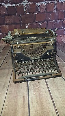 Antique Vintage Underwood Portable Type Writer 1930'S NO 5