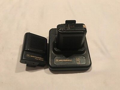Lot of 2 Motorola KeyNote Voice Memory Pagers w/ Charing Base! Works READ