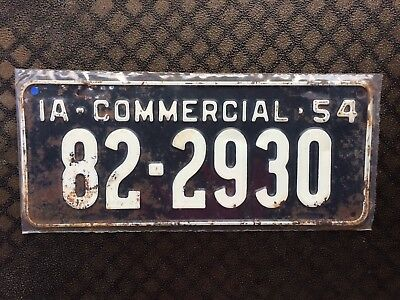 1954 Iowa Commercial License Plate 82 2930