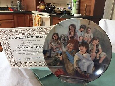 """Knowles 1984 """"Annie and the Orphans"""" Collectors Plate Original Box/Certificate"""