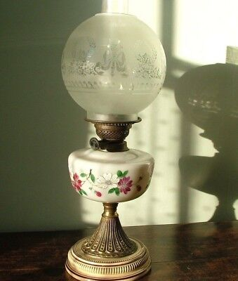 ORIGINAL COMPLETE VICTORIAN OIL LAMP ENAMEL FLORAL FONT  with ACID ETCHED SHADE