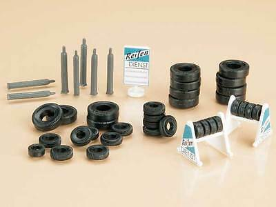 BNIB 42590 OO HO Gauge Garage Accessories, Tyres With Stand & Gas Cylinders Kit